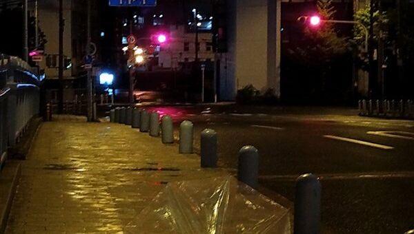 Тайфун в Осаке. Напоминания о пронесшимся тайфуне.