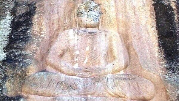 Изуродованному талибами древнему Будде в Пакистане восстановят лицо