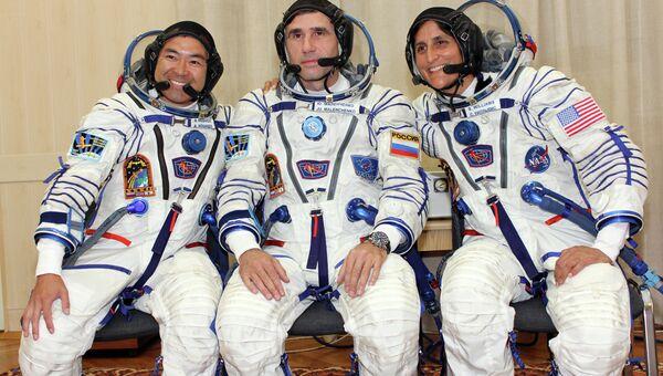 Первая тренировка экипажа корабля Союз-ТМА-05М. Архивное фото