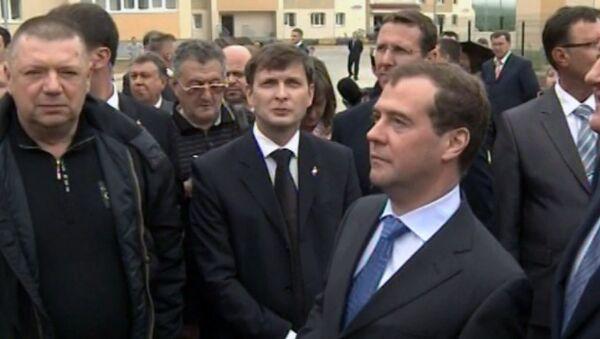 Жители Камчатки пытались докричаться до Медведева о трещинах в домах