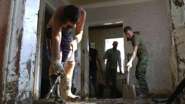 Как волонтеры и военные восстанавливают Крымск после наводнения