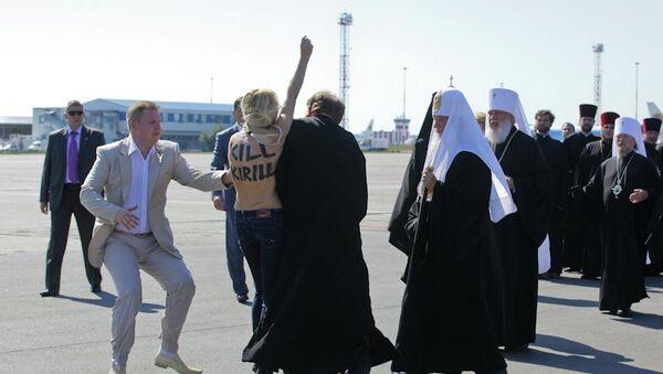 Активистка FEMEN попыталась прорваться к патриарху Кириллу