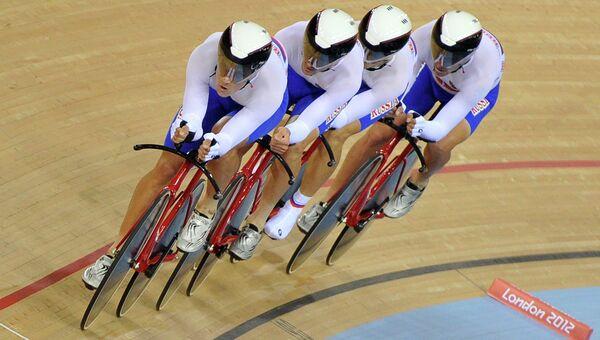 Велогонщики на треке. Архивное фото