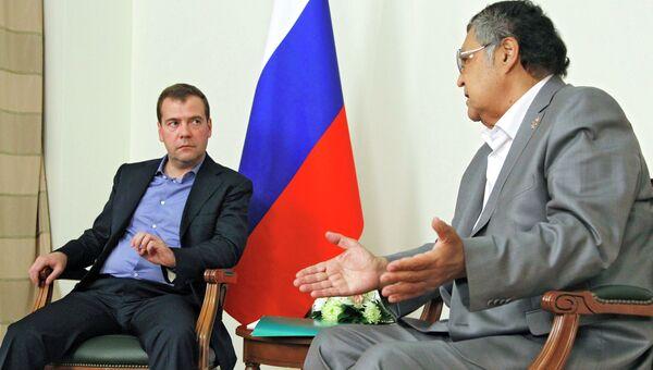 Председатель правительства России Дмитрий Медведев и губернатор Кемеровской области Аман Тулеев