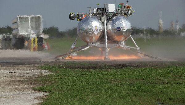 Экспериментальный посадочный аппарат НАСА Морфей (Morpheus) во время испытаний