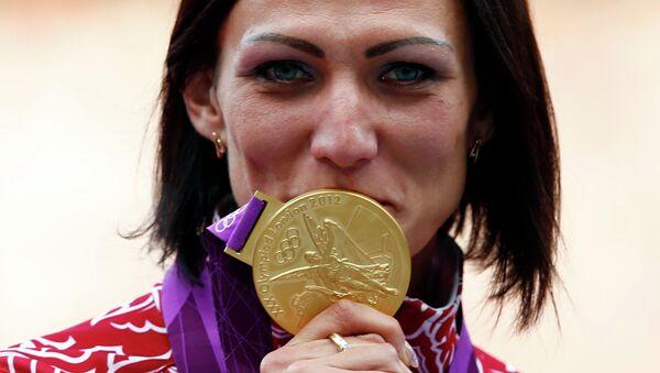 Россиянка Наталья Антюх, выигравшая золотую медаль, в забеге на 400 м с барьерами