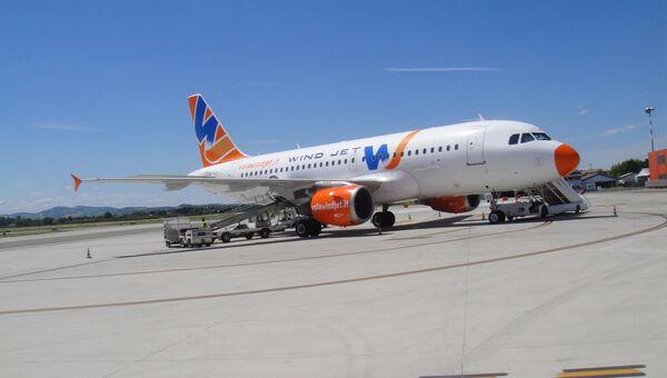 Самолет итальянской авиакомпании Wind Jet