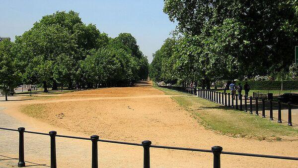 Прогулочная аллея Роттен-Роу в Гайд-парке, Лондон