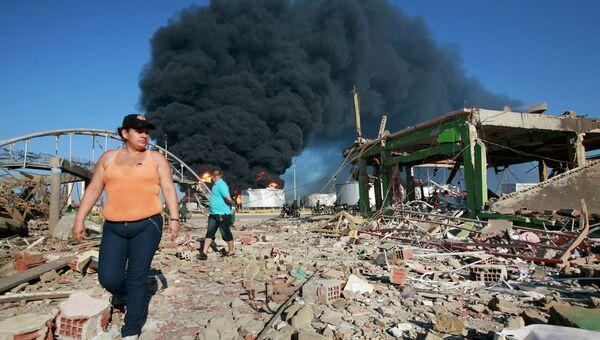 Дым от пожара после взрыва на НПЗ Amuay в Венесуэле