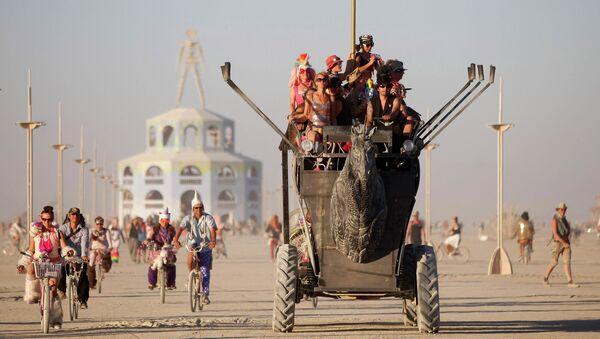 Фестиваль Burning Man в пустыне Блэк-Рок (Black Rock desert, пустыня Черной скалы) в штате Невада в США
