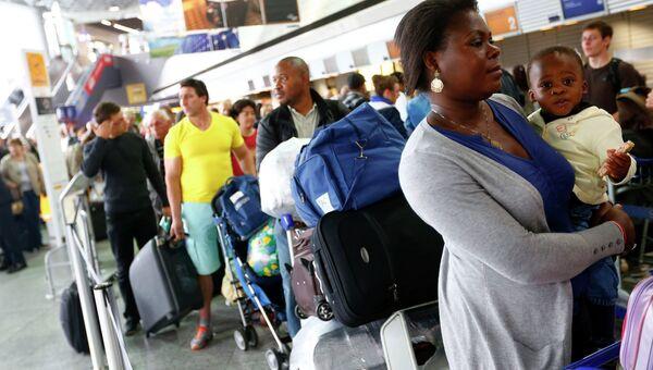 Пассажиры в аэропорту Франкфурт-на-Майне