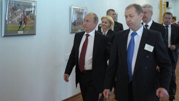 Президент РФ Владимир Путин во время посещения московской гимназии №1519