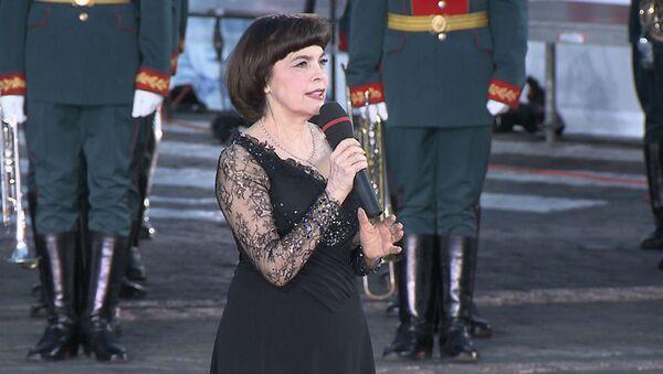 Мирей Матье поет гимн России на фестивале Спасская башня