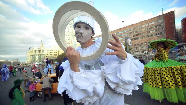 Участник карнавального шествия