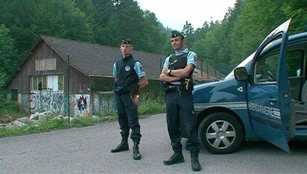 Полиция обнаружила тела 4 человек на берегу озера во Франции