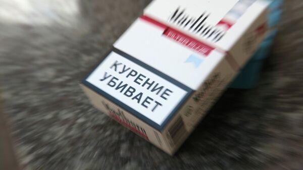 Пачка сигарет с предупреждающей о вреде курения надписью