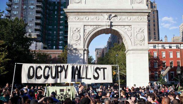 Юбилейная акция протеста Захвати Уолл-Стрит в Нью-Йорке