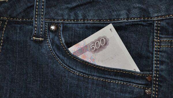 Деньги в кармане, архивное фото
