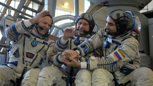 Экипаж основного экипажа МКС-33\34. Архив