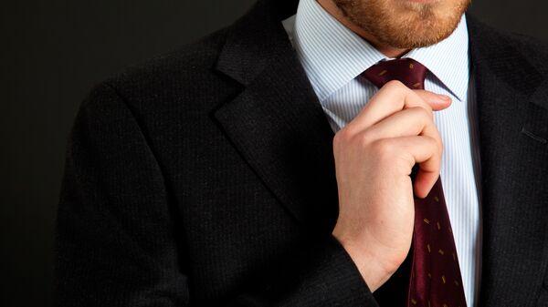 Мужчина в костюме. Архивное фото