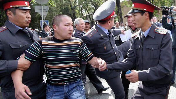 Задержание участников митинга в Бишкеке