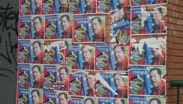 Плакаты с изображением Уго Чавеса. Архив