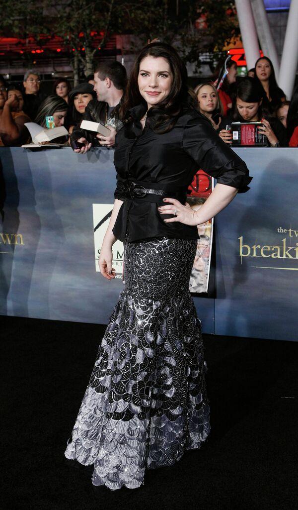 Американская писательница Стефани Майер на премьере фильма Сумерки. Сага. Рассвет: Часть 2 в Лос-Анджелесе