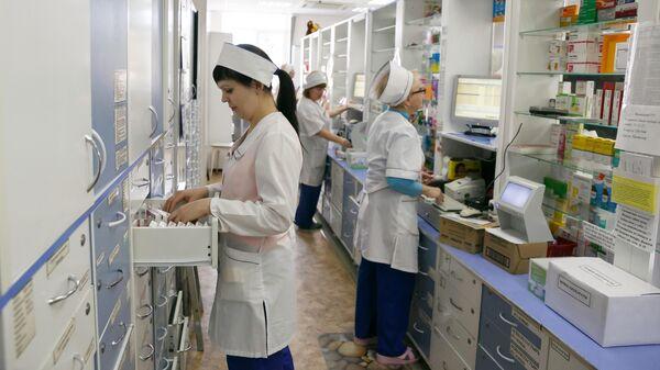 Фармацевты в аптеке