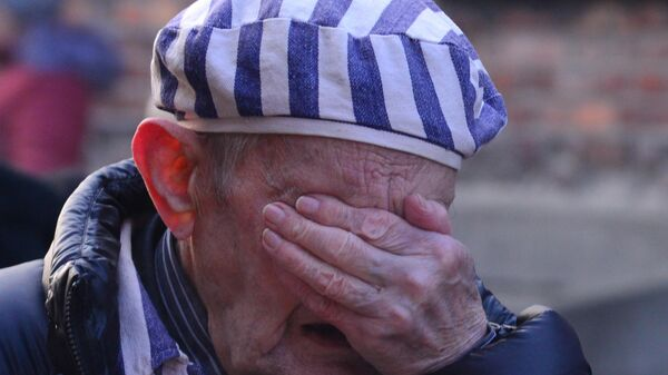 Бывший узник концентрационного лагеря Аушвиц-Биркенау принимает участие на мероприятиях, посвященных 75-летию освобождения Советской армией концентрационного лагеря Освенцим (Аушвиц) в Польше