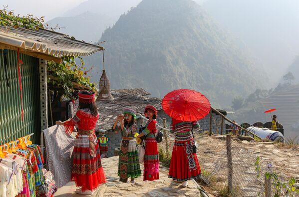 Девушки в провинции Лао Сай во Вьетнаме