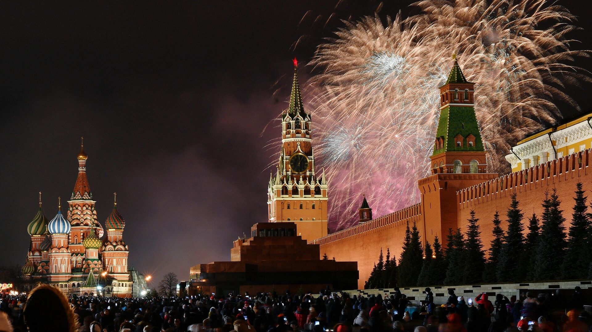 Новогодний салют над Красной площадью в Москве. - РИА Новости, 1920, 16.11.2020