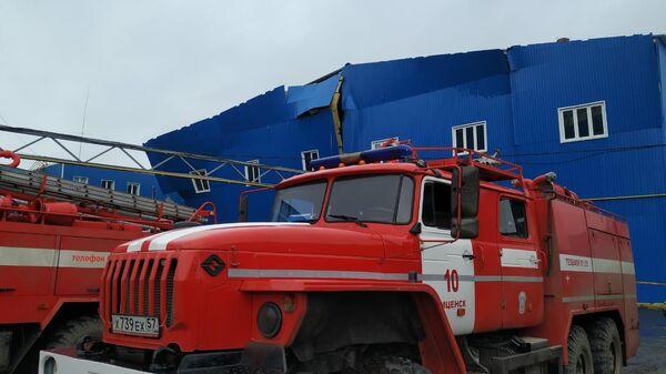 Пожарные машины на месте взрыва газа на заводе резиновых изделий в Мценске