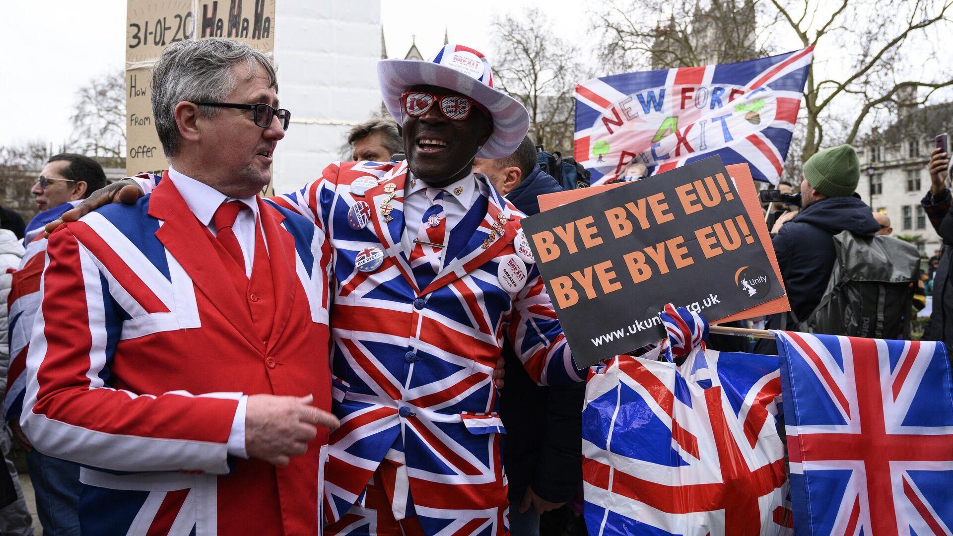 Сторонники Brexit на торжественных мероприятиях, посвященных выходу Великобритании из ЕС (Brexit Party) на площади Парламента в Лондоне - РИА Новости, 1920, 21.07.2020