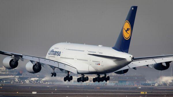 Пассажирский самолет Airbus A 380 авиакомпании Lufthansa
