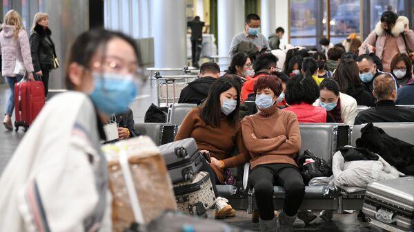 Пассажиры в терминале F аэропорта Шереметьево