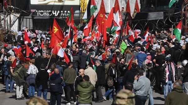 Участники акции протеста у посольства США в Бейруте
