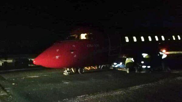 Самолет Bombardier авиакомпании Руслайн, у которого при посадке в Томске частично разрушилась стойка шасси. 3 февраля 2020