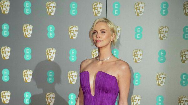 Актриса Шарлиз Терон на церемонии вручения премии BAFTA в Лондоне