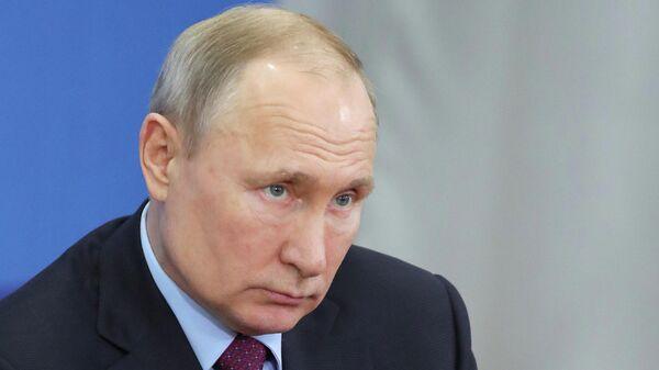 Президент РФ Владимир Путин на встрече в Череповце с представителями общественности