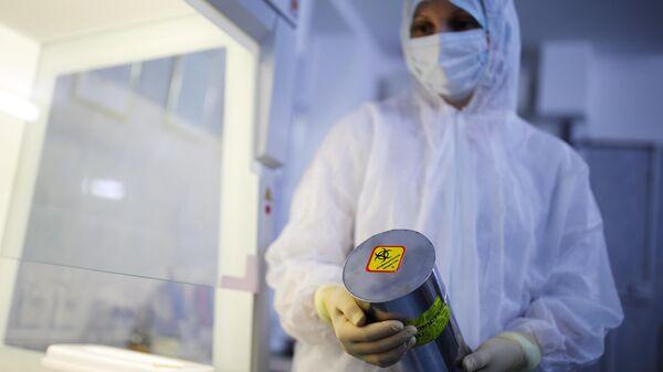 Сотрудница микробиологической лаборатории ФБУЗ  Центр гигиены и эпидемиологии в Краснодарском крае