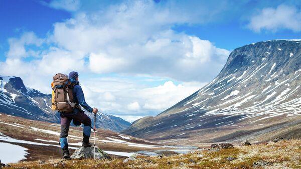 Турист в горах