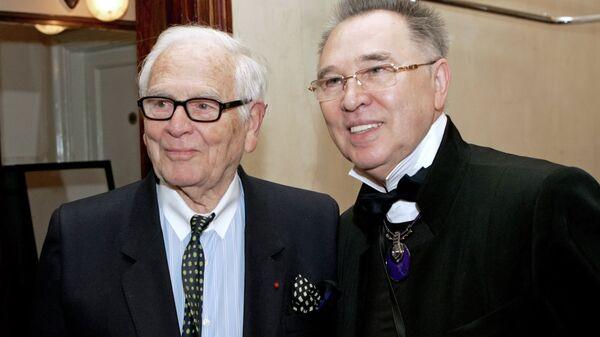 Пьер Карден и Вячеслав Зайцев перед началом показа новой коллекции Пьера Кардена. Ноябрь 2009 года