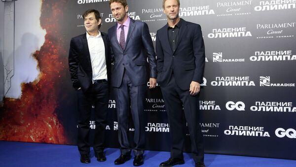 Актеры Джерард Батлер (в центре) и Аарон Экхарт (справа) на премьере фильма Падение Олимпа