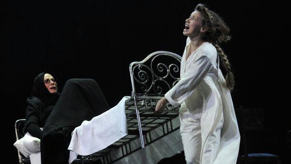 Сцена из спектакля Евгений Онегин в Театре им. Вахтангова