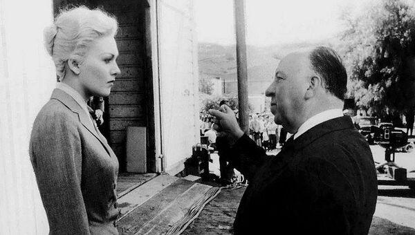 Режиссер Альфред Хичкок на съемках фильма Головокружение, 1957. Архивное фото