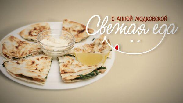 Завтрак по-мексикански: сэндвич с тунцом, сыром и зеленью