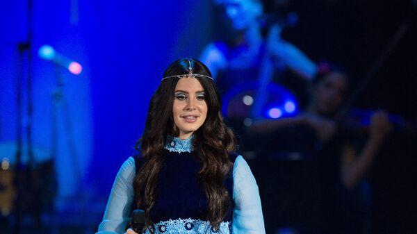 Американская певица Лана Дель Рей выступает на сцене концертного зала Крокус Сити Холл в Москве