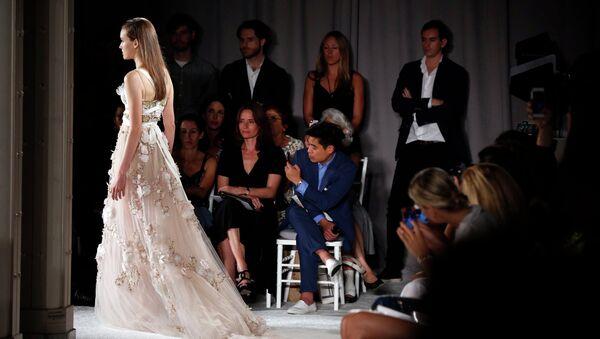 Показ весенне-летней коллекции Marchesa на Неделе моды в Нью-Йорке