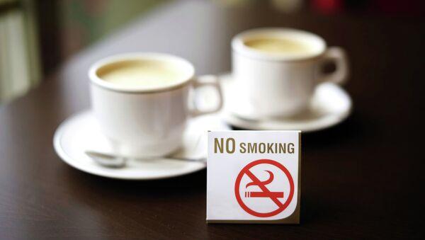 Табличка Курение запрещено. Архивное фото