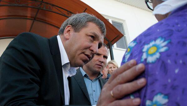 Новый глава Минрегиона РФ Игорь Слюняев общается с жителями Крымска